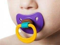Toddler: Pacifier Weaning Tactics - 10 ways to get rid of the binky for good (binky fairy, balloon send off, big kid party) Baby Kind, My Baby Girl, Pacifier Weaning, Toddler Development, Binky, Baby Hacks, Funny Babies, Baby Shower Games, Baby Fever
