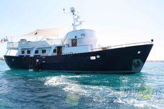 Trawler de acero. Hermoso #Trawler,totalmente remodelado e impecable, construido por los famosos Astilleros Berwick. Tres camarotes + marineria.cocina equipada,posee piscina yacuzzi de agua dulce o salada,bar con barbacoa.