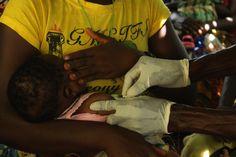 Szczepienia nie są może przyjemne, ale ich pozytywne skutki chronią maluszki przed wieloma chorobami, które w kraju o tak niskim poziomie opieki medycznej są często śmiertelne. www.unicef.pl/pomagam © UNICEF/Z.Dulska Sierra