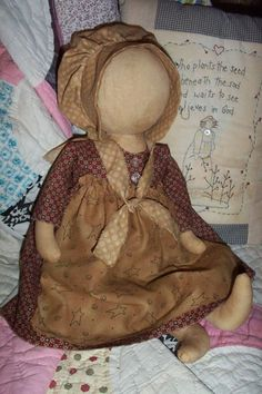 .doll Primitive Doll Patterns, Primitive Folk Art, Primitive Crafts, Stuffed Animals, Felt Crafts Dolls, Amish Dolls, Cat Doll, Sewing Toys, Fabric Dolls