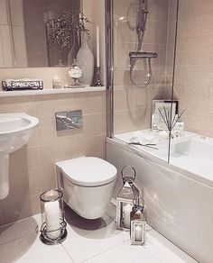 [New] The 10 Best Home Decor (with Pictures) - Bathroom Inspo. I love these HUGE lanterns for my bathroom floor. Bathroom Inspo, Bathroom Layout, Bathroom Inspiration, Bathroom Design Small, Bathroom Interior Design, Modern Bathroom, Blue Bathrooms, Bathroom Flooring, Home Decor