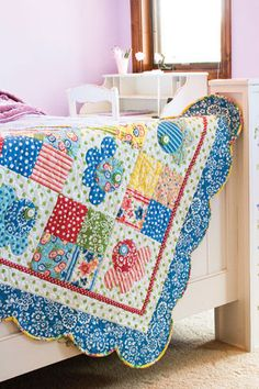 This sweet little quilt showcases a no-math method for marking a perfect scalloped border