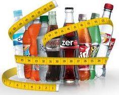 Hoy en Entrenamiento ePpAd tenemos una noticia que no os va a gustar: en un estudio reciente se ha comprobado que las personas que tomaron dos o más sodas de dieta o light al día experimentaron un incremento en el tamaño de la cintura que fue seis veces mayor que el de las personas que no tomaron soda de dieta. Un segundo estudio descubrió que el aspartame (NutraSweet) aumentó los niveles de azúcar en la sangre