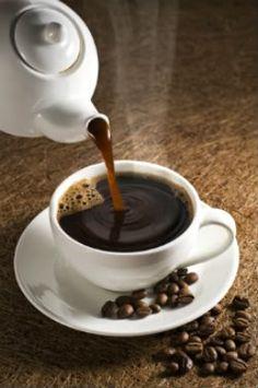 Coffee's Up Beautiful! Grab The Cream & Sugar; Coffee Cafe, My Coffee, Coffee Drinks, Black Coffee, Coffee Photos, Coffee Pictures, Good Morning Coffee, Coffee Break, Mini Desserts