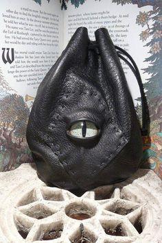 Medium black leather bag with green Dragon eye via Etsy Dark Fashion, Gothic Fashion, Latex Fashion, Steampunk Fashion, Emo Fashion, Mode Sombre, Dragon Eye, Green Dragon, Black Leather Bags