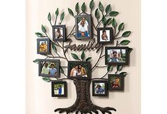 Peça feita em madeira e metal com espaço para 10 fotos pode ser pendurada na parede. À venda no site Light in Box por U$ 79,99 (Foto: Reprodução)