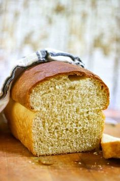 Homemade Buttermilk Bread Recipe: Sweetened with Honey Homemade honey buttermilk bread recipe is easy enough for beginning bread maker! Step by step images, tips, and tutorials. Over 1 million pins! A fantastic, no fail recipe for homemade bread. Honey Buttermilk Bread, Homemade Buttermilk, Bread Maker Recipes, Sandwich Bread Recipes, Recipe Maker, Burger Recipes, Honey Recipes, Baking Recipes, Bread Starter