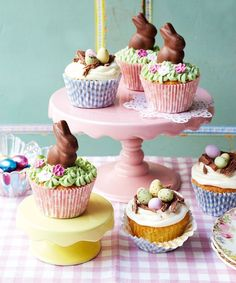 Cutest ever Easter cupcakes decorated with Easter bunnies and chocolate eggs! Find lots more Easter recipes and food ideas over on http://prima.co.uk
