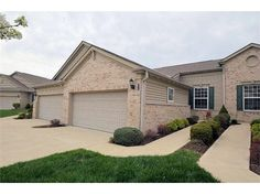 4384 English Oak Court, Mason, OH 45040 — Beautiful 3bd 2-1ba condo in desirable Oakwood Lakes*2 car attached gararge*2301 sq ft*open kitchen w/solid surface tops/hrdwd fls/counter seating*1st flr study*lrg LR opens to deck*mstr ste w/adjng bath*fin LL w/gas FP/wet bar