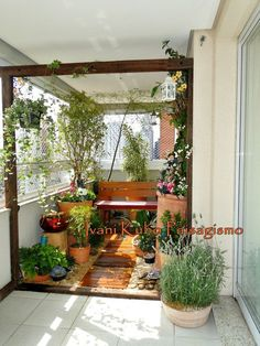 House Plant Maintenance Tips Ivani Kubo Paisagismo: Jardim Da Primavera Porch And Balcony, Balcony Garden, Porch Garden, Small Gardens, Outdoor Gardens, Beautiful Gardens, Beautiful Homes, Balcony Design, Terrace Garden Design