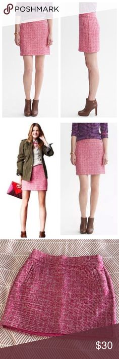 Banana Republic Tweed Pink Mini Skirt Banana Republic tweed pink and white mini skirt. Perfect for Valentine's day! Size 10. Banana Republic Skirts Mini