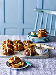 We caught up with Paul Hollywood who shared his maestro-like knowledge of making perfect, fluffy Easter fruit buns. Discover his tricks, alternative ideas and what to do if you have a hot cross surplus. Best Vegan Breakfast, Vegan Breakfast Recipes, Snack Recipes, Bread Recipes, Snacks, Bagels, Bbc Good Food Recipes, Yummy Food, Food Photography Styling