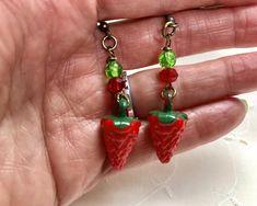 Vintage Red Strawberries Lucite Earrings Green Doodaba Vintage Pink, Vintage Ladies, Vintage Style, Art Deco Wedding, Red Earrings, Red Gold, Dangles, Strawberries, Handmade Items