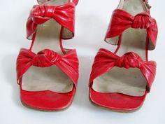 1940s 1960s Shoes Peep Toe Cuban Heels in Poppy von 4birdsvintage, $75.00