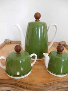 Swooning over this retro tea serving set!