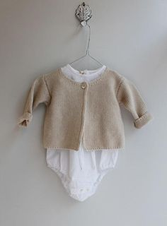 ... Little Fashion, Kids Fashion, Babies Fashion, Baby Knitting, Crochet Baby, Newborn Outfits, Baby Outfits, Stylish Baby, Baby Kids Clothes