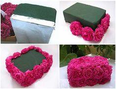 Centro de mesa en fiesta, una caja de flores. Un tabique de espuma floral, flores de tu preferencia y listón........TUTRIAL Y RECICLA.