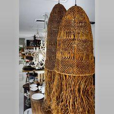 Natural jute pendant light shade for the rustic look Boho Lighting, Basket Lighting, Interior Lighting, Pendant Lighting, Industrial Lighting, Lighting Ideas, Raffia Crafts, Bamboo Pendant Light, Earthship Home