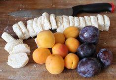 Tvarohové těsto má několik výhod, je totiž vláčné dlouhou dobu, dokonce i pokud vám knedlíky zbydou a zamrazíte je. Navíc je můžete plnit naprosto libovolným ovocem. Dobré jsou švestky, meruňky, … Plum, Fruit, Food, Essen, Meals, Yemek, Eten