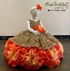 Kids Party Wear Dresses, Little Girl Dresses, Girls Dresses, Balloons Photography, Cake Smash Photography, Baby Dress Design, Birthday Girl Dress, Cake Baby, Kids Frocks