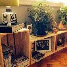 Las cajas de frutas son furor y tienen infinidad de aplicaciones en la decoración de hoy. En tonos naturales, pintadas en colores vivos, empapeladas, forradas de tela, decoradas con lemas. Infinidad de ideas existen de lo que puedes hacer con este simple material.  #TipsLulas  #interiordesign #home #style #decor #decoración #espacios #ambientes #decohogar #muebles #mobiliario #decoracioninteriores #comedor #sillas #hogar #diseño #homesweethome #cozy #habitaciones