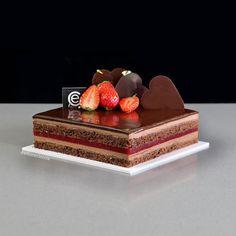 Tarta Sacher con Confitura de Fresa y Mousse de Chocolate - Bavette