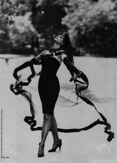 """Kleine Schwarze Mit Humor"", Harper's Bazaar Germany, November 1986  Photographer: Neil Kirk  Model: Yasmin Le Bon"
