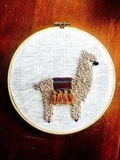 llama bordado arte diseño etsy & lama stickerei art design als favoriten markiert haben Crewel Embroidery Kits, Embroidery On Clothes, Hand Work Embroidery, Hand Embroidery Patterns, Quilt Patterns, Embroidery Designs, Simple Embroidery, Etsy Embroidery, Geometric Embroidery