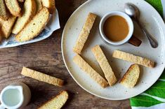American-Style Vanilla Biscotti elisabetta eponze Cookies A simple recipe for American-style biscotti — lighter and crunchier than the typical hard Italian biscotti. elisabetta A simple recipe for American-style biscotti — lighter and crunchier than Vanilla Biscotti Recipes, Candy Recipes, Cookie Recipes, Flour Recipes, Holiday Recipes, King Arthur Flour, Italian Cookies, Sweet Bread, Food And Drink