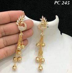 Ali baba Selani Gold and diamond splyer Dubai. Indian Jewelry Earrings, Fancy Jewellery, Jewelry Design Earrings, Gold Earrings Designs, Gold Jewellery Design, Ear Jewelry, Necklace Designs, Bridal Jewelry, Jewelery