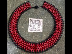 Como hacer un collar en mostacilla parte 1 - YouTube Seed Bead Jewelry, Seed Beads, Bead Crafts, Jewelry Crafts, Beaded Jewelry Patterns, Beading Tutorials, Beaded Earrings, Jewelry Making, Youtube