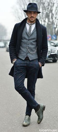 Mariano Di Vaio in Street Style Day 1 - Milan Fashion Week Menswear Autumn/Winter 2014 - Ανδρική μόδα - hochzeitsgastoutfit Dandy Look, Dandy Style, Men's Style, Mdv Style, Style Blog, Hair Style, Mode Masculine, Navy Overcoat, Estilo Cool