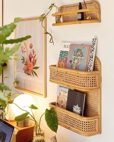 Keep your organization game strong this year with the cutest shelves around - Boho Büro Dekor Urban Outfitters Home, Urban Outfitters Furniture, Urban Outfitters Apartment, Uo Home, Aesthetic Rooms, Deco Design, Design Design, Home And Deco, My New Room