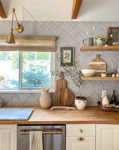 Boho Kitchen, Kitchen Dinning, Kitchen Redo, Kitchen Remodel, Kitchen Design, Deco Pastel, Dream Rooms, Home Decor Inspiration, Home Kitchens