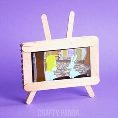 Icecream Stick TVBy craftypandaPlease me: -diy. Diy Popsicle Stick Crafts, Popsicle Stick Houses, Diy Barbie Furniture, Barbie Doll House, Diy Dollhouse, Craft Projects, Crafts For Kids, Crafty, Delicious Recipes