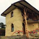 O căsuță din România îi fascinează pe străini O căsuță din România îi fascinează pe străini www.identitatea.ro
