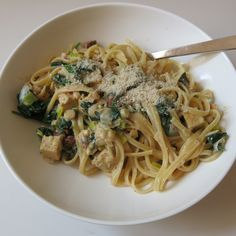 Pasta mit Spinat und Tofuwürfeln