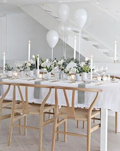Photo - What a gorgeous table setting for a small wedding. What a gorgeous table setting for a sma Linen Napkins, Napkins Set, Esstisch Design, Table Set Up, Wedding Table Settings, Table Wedding, Deco Table, Decoration Table, Dinner Table