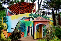 """The Picasso """"playhouse"""" at the Dallas Arboretum - Crazy fun for kids of all ages!"""