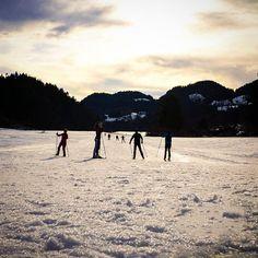 Ich hab noch schnell eine Runde gedreht bevor der Schnee dann erst mal wieder weg ist... #sachrang #chiemgaueralpen #chiemgau #langlaufen #wintersport #winter #schnee #snow #srs_germany #loves_united_germany #deutschland_greatshots #natur #meindeutschland #igsunset #ig_discover_germany #bestgermanypics #bestofbavaria #wunderbaresbayern #deinbayern #exclusive_europe #ig_deutschland #ig_germany #srs_germany #exclusive_nature #sunset #skating #picoftheday