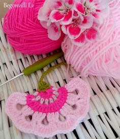 Welcome to Bougainvillea House! - Welcome to Bougainvillea House! Crochet Motifs, Crochet Flower Patterns, Crochet Flowers, Crochet Stitches, Loom Knitting, Knitting Patterns, Irish Crochet, Knit Crochet, Bougainvillea