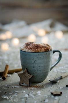 Mein Rezept für Kurkuma Dattel Latte vegan mit Dattelsirup und etwas Kakaopulver - perfekt für die kalte Jahreszeit und einfach wohlschmeckend.