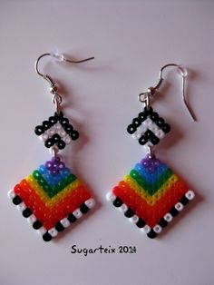 Pendientes colgantes arco iris mini. Modelo 8. Si te gustan puedes adquirirlos en nuestra tienda on-line: http://www.mistertrufa.net/sugarshop/ Ver más en: http://mistertrufa.net/librecreacion/groups/hama-beads/