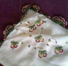 İğne oyası Needle Lace, Pakistani Dresses, Beautiful Dresses, Coin Purse, Feminine, Quilts, Wallet, Bags, Accessories