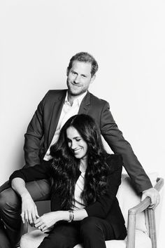 Prince Harry Et Meghan, Meghan Markle Prince Harry, Harry And Meghan, Sussex, Prinz Harry, Engagement Photo Poses, Cartier Tank, Photo Couple, Black And White Portraits