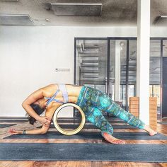 to Six-pack Abs Workout Program Pilates, Dharma Yoga, Beautiful Yoga Poses, Yoga Themes, Yoga Props, Yoga Positions, Yoga Moves, Iyengar Yoga, Yoga Sequences