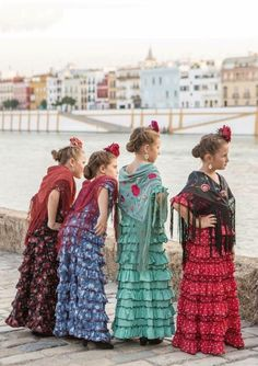 Dance Fashion, Kids Fashion, 2017 Halloween Costumes, Spanish Costume, Flamenco Costume, Spanish Girls, Spanish Art, People Poses, Cool Kids Clothes