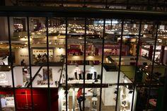 La firma de calzado Abarca asistió por primera vez a la feria Micam Shoevent de Milán a presentar su próxima colección primavera-verano 2014. Se trata de la feria del calzado de media-alta y alta gama más importante a nivel internacional, que reunió del 15 al 18 de septiembre de 2013 a cerca de 1.500 expositores, de los cuales el 60% corresponde a firmas italianas y el resto a empresas de más de 30 países. Display Stands, First Time, September, Footwear, Spring Summer