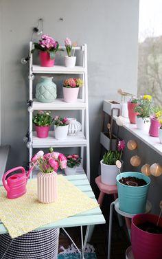 Kleinen Balkon gestalten, Balkon bunt einrichten. Hübsch oder nicht? Small balcony ideas | color up your balcony