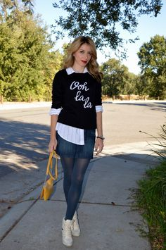 Street style look, mini denim skirt and button down shirt are great ideas, adding a sweater it makes this outfit chic and modern.